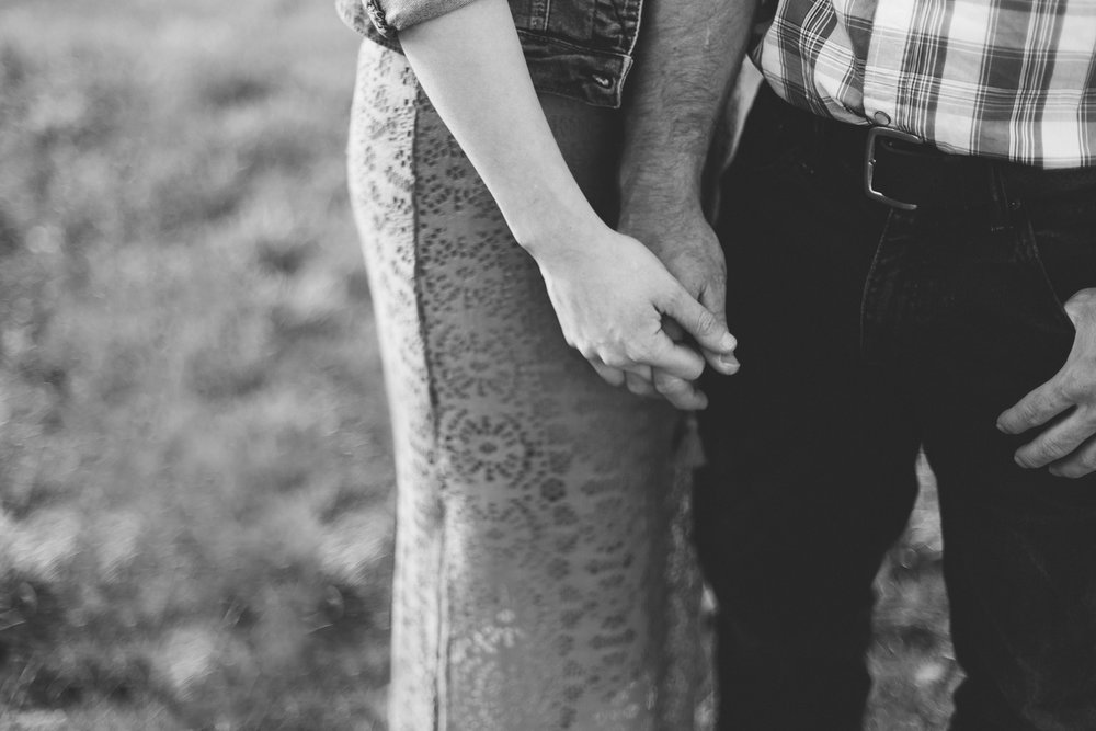 waterton-photographer-love-and-be-loved-photograph-mountain-engagement-luc-megan-picture-iamge-photo-15.jpg