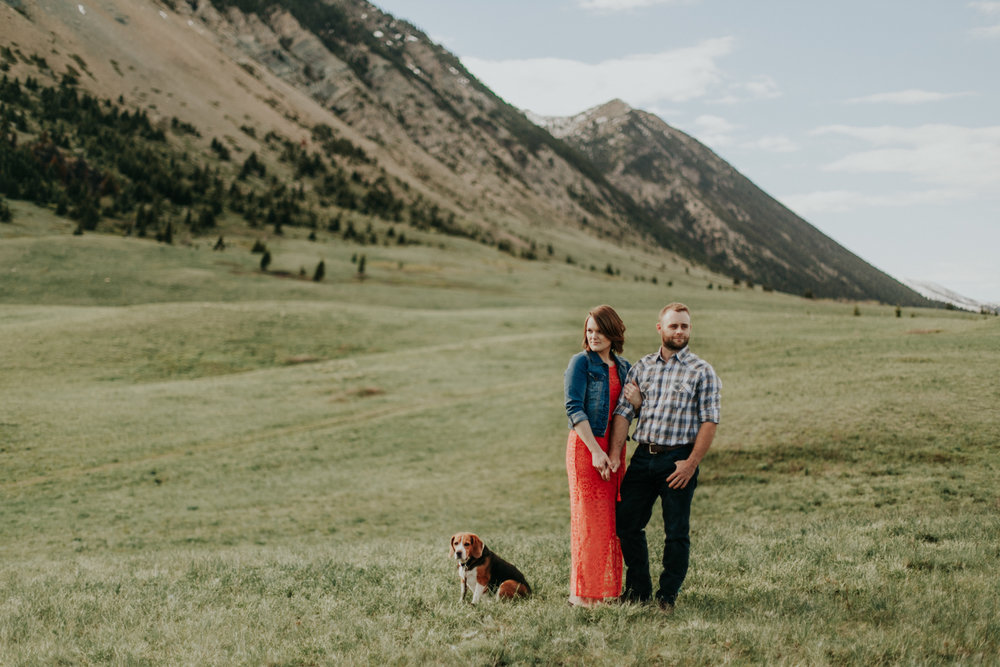 waterton-photographer-love-and-be-loved-photograph-mountain-engagement-luc-megan-picture-iamge-photo-16.jpg