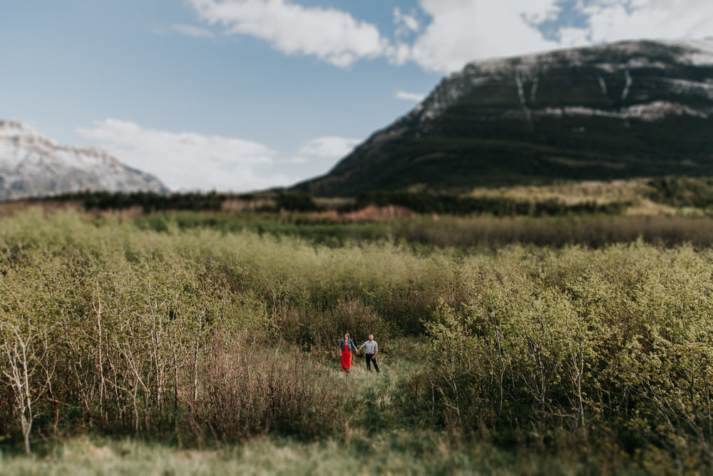 waterton-photographer-love-and-be-loved-photograph-mountain-engagement-luc-megan-picture-iamge-photo-26.jpg