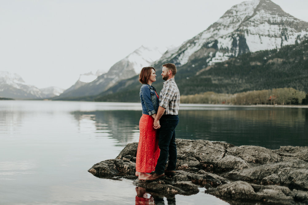 waterton-photographer-love-and-be-loved-photograph-mountain-engagement-luc-megan-picture-iamge-photo-43.jpg