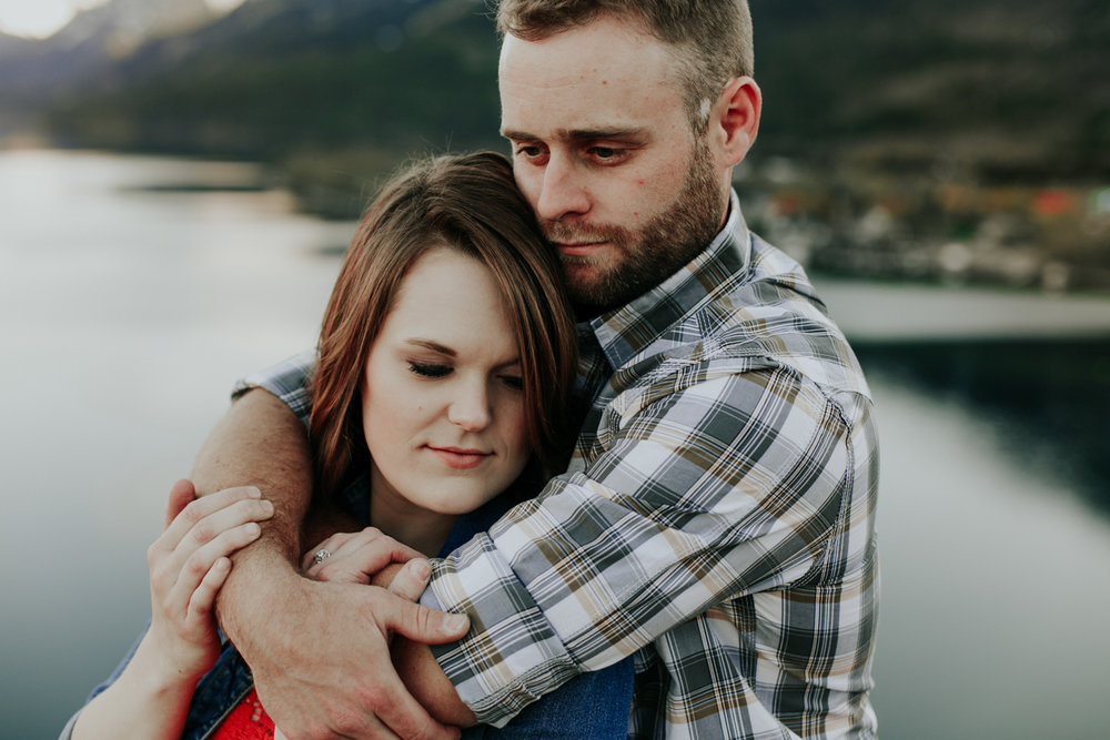 waterton-photographer-love-and-be-loved-photograph-mountain-engagement-luc-megan-picture-iamge-photo-50.jpg