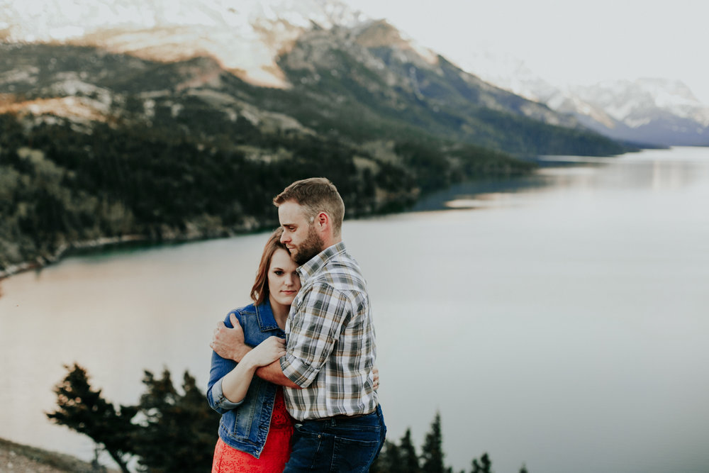 waterton-photographer-love-and-be-loved-photograph-mountain-engagement-luc-megan-picture-iamge-photo-54.jpg