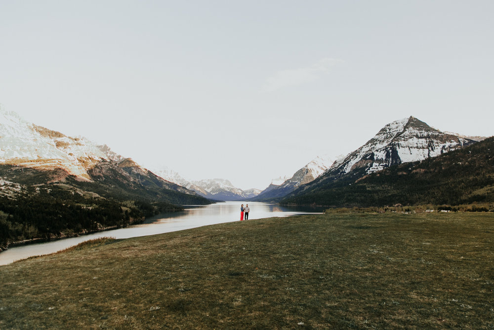 waterton-photographer-love-and-be-loved-photograph-mountain-engagement-luc-megan-picture-iamge-photo-55.jpg