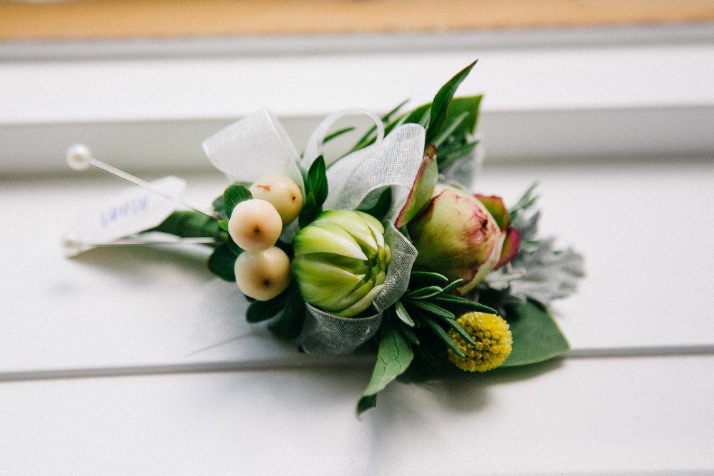 okotoks-wedding-photographer-love-and-be-loved-photography-sara-luke-backyard-ceremony-photo-image-picture-10.jpg
