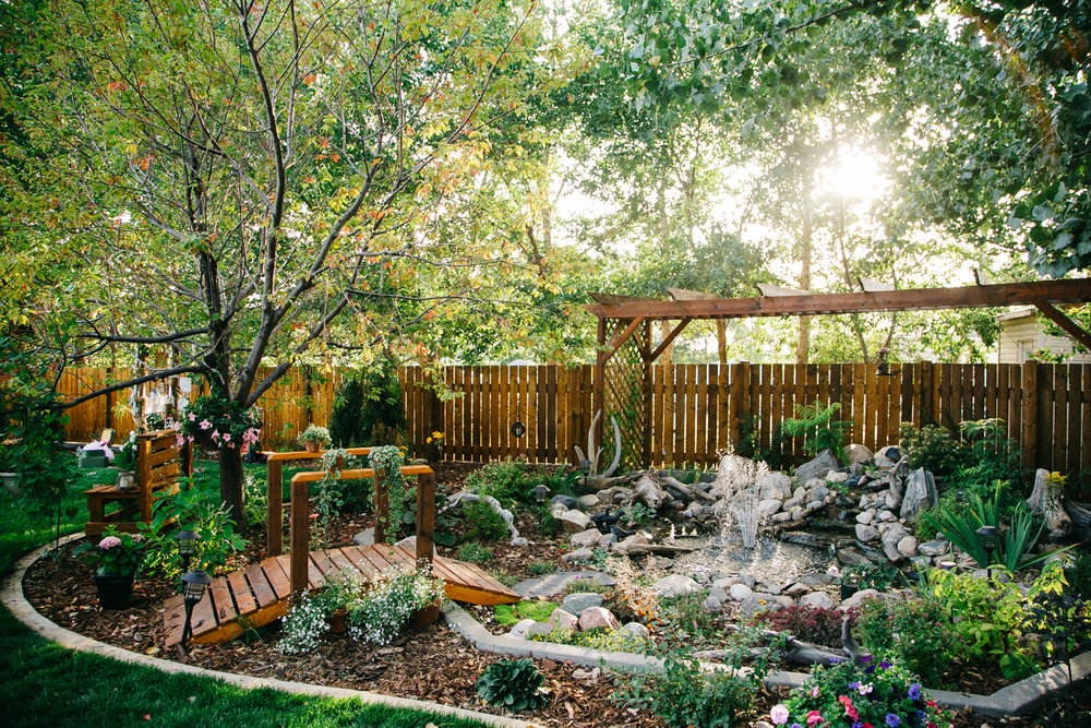 lethbridge-photographer-love-and-be-loved-photography-backyard-wedding-picture-iamge-photo-16.jpg