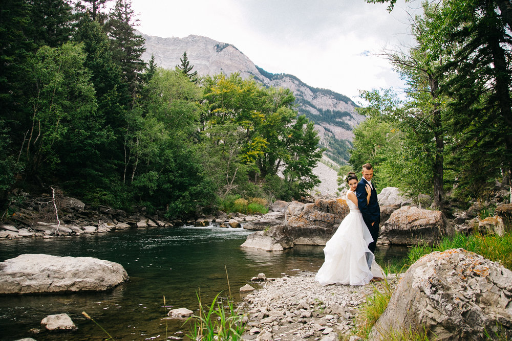 lethbridge-wedding-photographer-love-and-be-loved-photography-crowsnest-pass-kurtis-beth-picture-image-photo-29.jpg