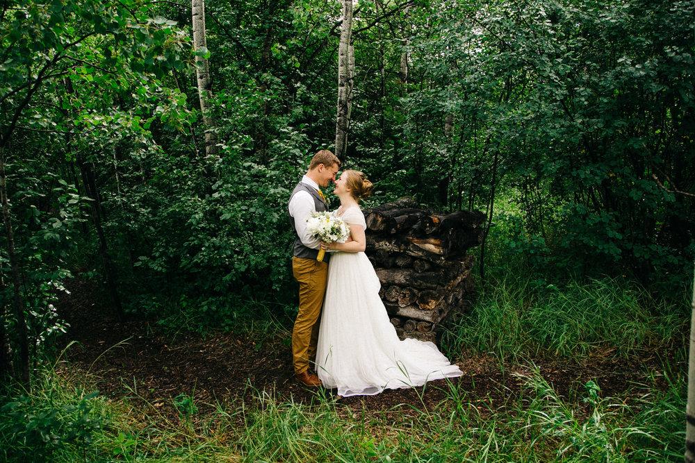 okotoks-wedding-photographer-love-and-be-loved-photography-sara-luke-backyard-ceremony-photo-image-picture-200.jpg