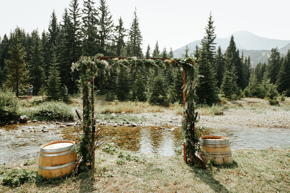 castle-mountain-wedding-photographer-love-and-be-loved-photography-lethbridge-pincher-creek-crowsnest-pass-yannick-rylee-photo-image-picture-55.jpg