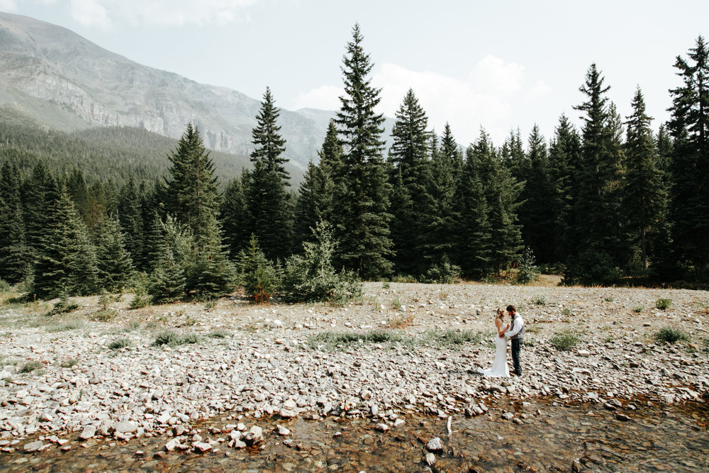 castle-mountain-wedding-photographer-love-and-be-loved-photography-lethbridge-pincher-creek-crowsnest-pass-yannick-rylee-photo-image-picture-124-2.jpg