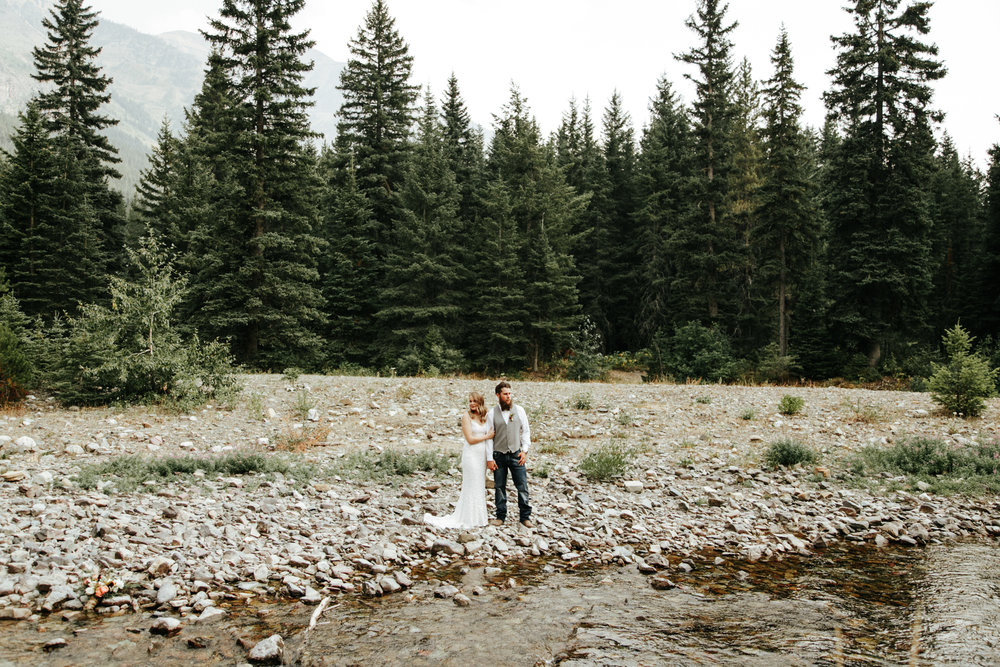 castle-mountain-wedding-photographer-love-and-be-loved-photography-lethbridge-pincher-creek-crowsnest-pass-yannick-rylee-photo-image-picture-125.jpg