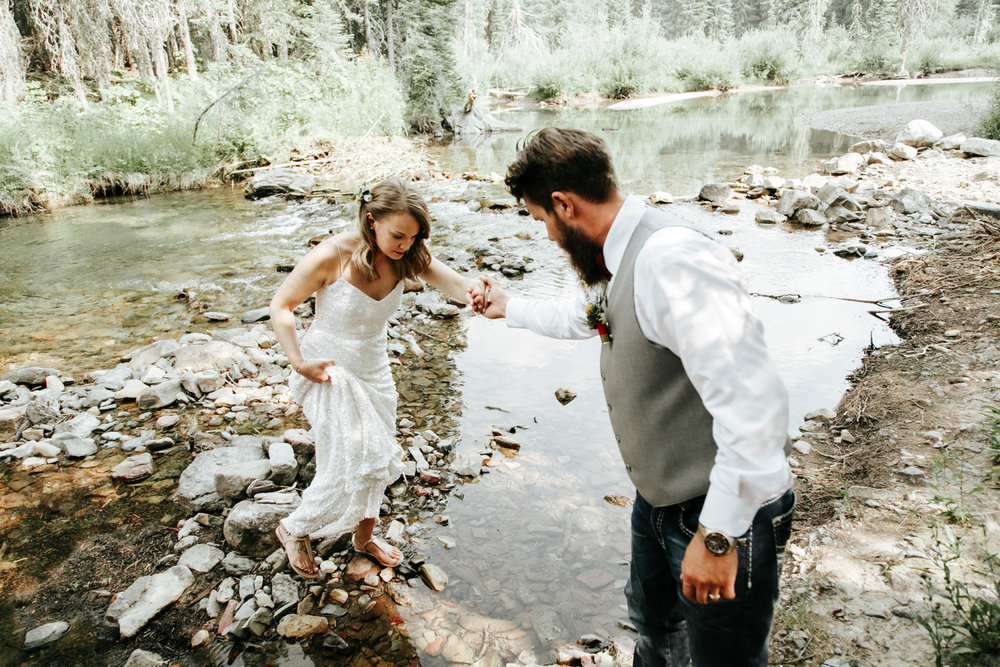 castle-mountain-wedding-photographer-love-and-be-loved-photography-lethbridge-pincher-creek-crowsnest-pass-yannick-rylee-photo-image-picture-132.jpg
