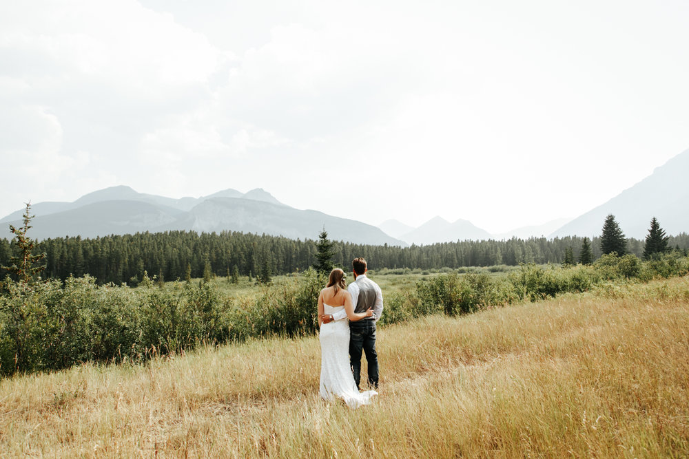 castle-mountain-wedding-photographer-love-and-be-loved-photography-lethbridge-pincher-creek-crowsnest-pass-yannick-rylee-photo-image-picture-155164.jpg