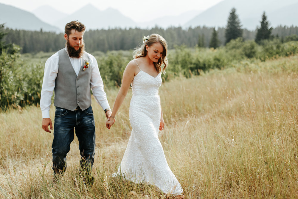 castle-mountain-wedding-photographer-love-and-be-loved-photography-lethbridge-pincher-creek-crowsnest-pass-yannick-rylee-photo-image-picture-155171.jpg