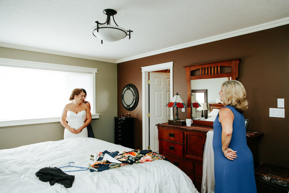 lethbridge-wedding-photographer-love-and-be-loved-photography-trent-danielle-galt-reception-picture-image-photo-3.jpg
