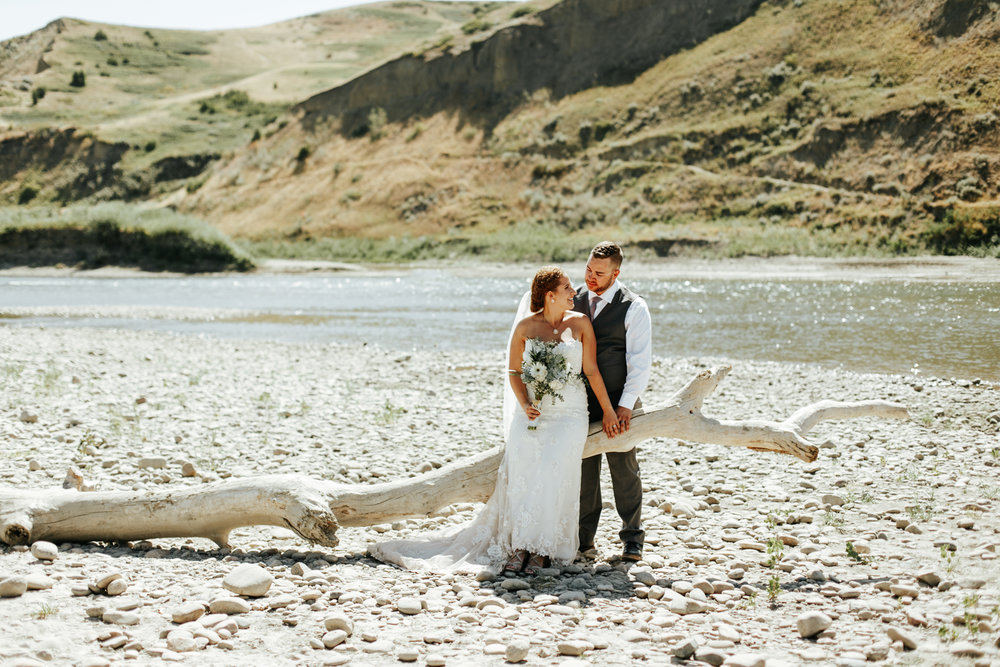 lethbridge-wedding-photographer-love-and-be-loved-photography-trent-danielle-galt-reception-picture-image-photo-141.jpg