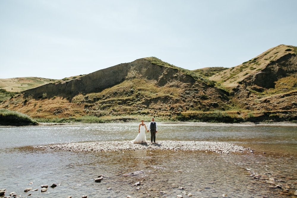 lethbridge-wedding-photographer-love-and-be-loved-photography-trent-danielle-galt-reception-picture-image-photo-148.jpg