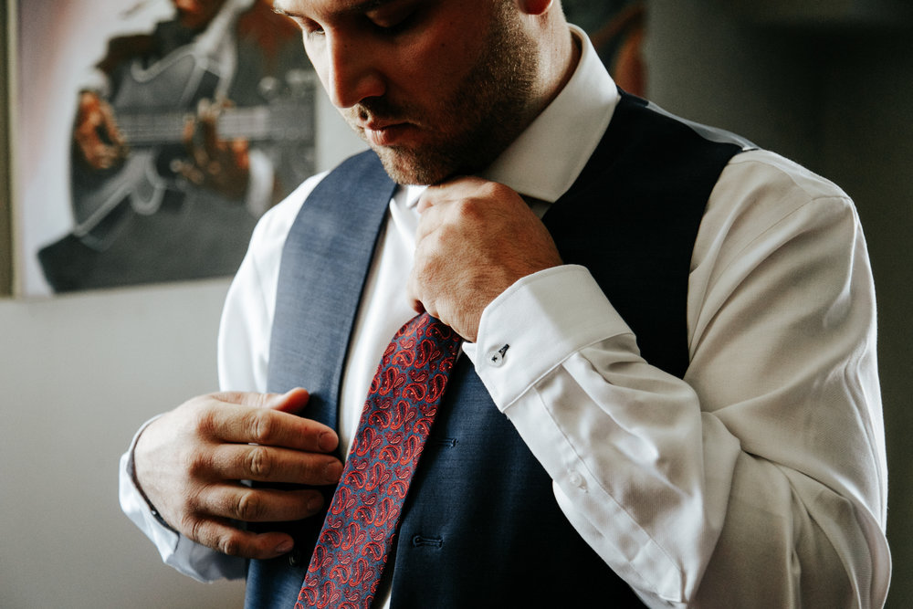 lethbridge-wedding-photographer-love-and-be-loved-photography-groom-prep-photo-image-picture-10.jpg