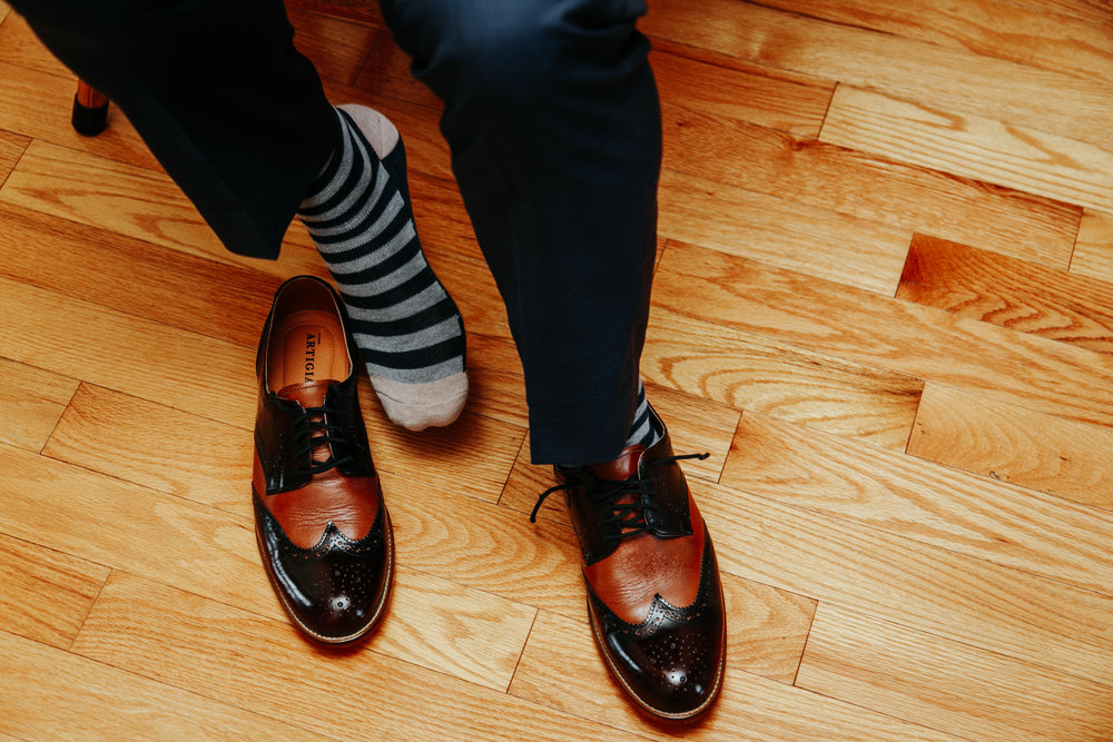 lethbridge-wedding-photographer-love-and-be-loved-photography-groom-prep-photo-image-picture-17.jpg