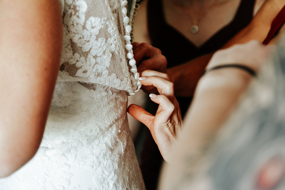 lethbridge-wedding-photographer-love-and-be-loved-photography-bride-prep-photo-image-picture-6.jpg