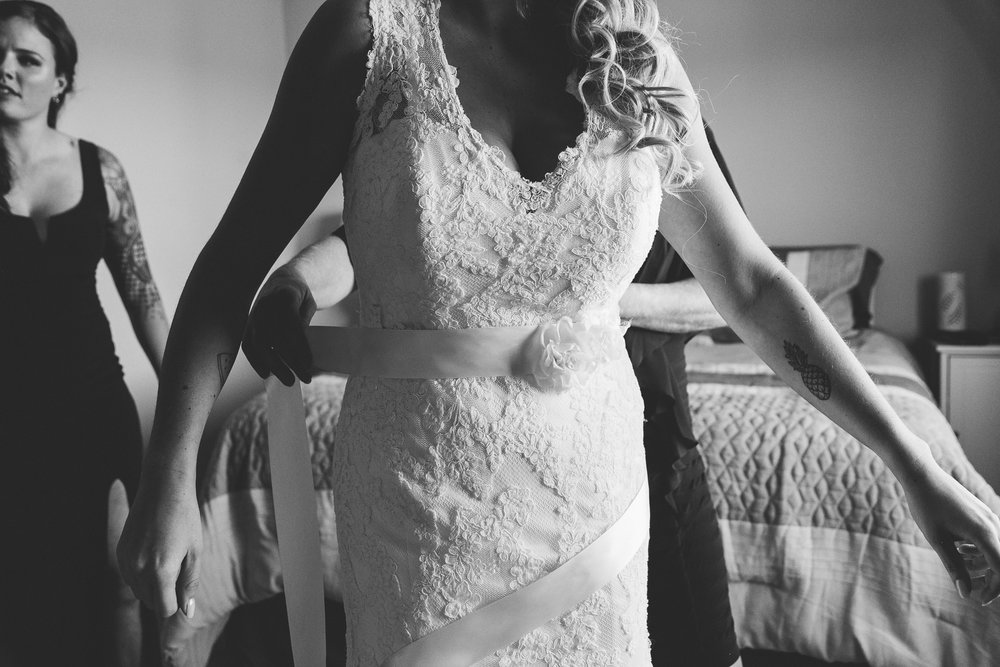 lethbridge-wedding-photographer-love-and-be-loved-photography-bride-prep-photo-image-picture-7.jpg
