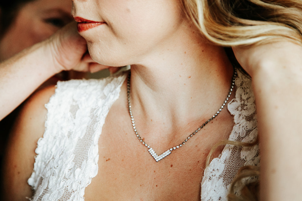 lethbridge-wedding-photographer-love-and-be-loved-photography-bride-prep-photo-image-picture-10.jpg