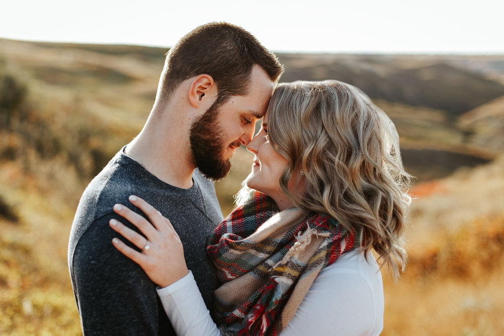 love-and-be-loved-photography-lethbridge-photographer-cody-leah-engagement-coulees-sunset-photo-image-picture-3.jpg