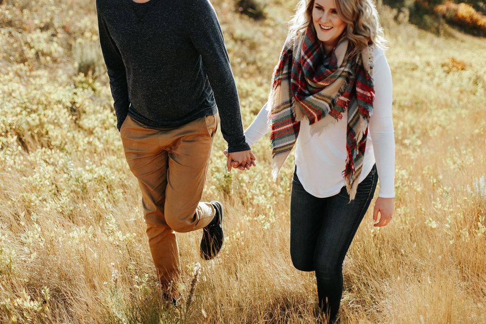 love-and-be-loved-photography-lethbridge-photographer-cody-leah-engagement-coulees-sunset-photo-image-picture-5.jpg