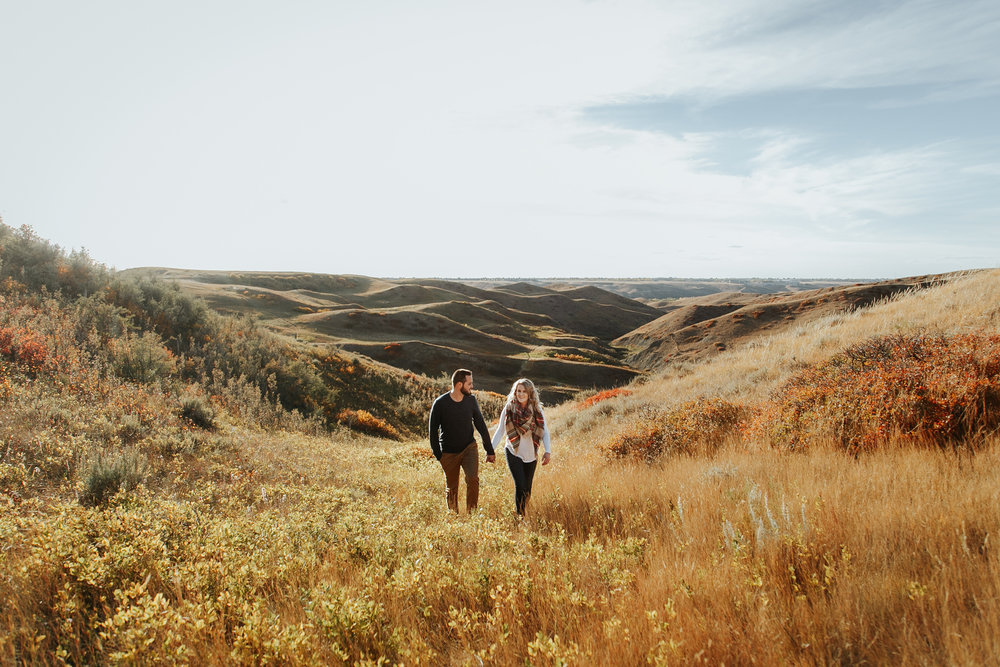 love-and-be-loved-photography-lethbridge-photographer-cody-leah-engagement-coulees-sunset-photo-image-picture-6.jpg