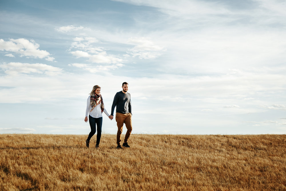 love-and-be-loved-photography-lethbridge-photographer-cody-leah-engagement-coulees-sunset-photo-image-picture-10.jpg