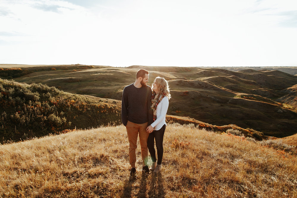 love-and-be-loved-photography-lethbridge-photographer-cody-leah-engagement-coulees-sunset-photo-image-picture-15.jpg