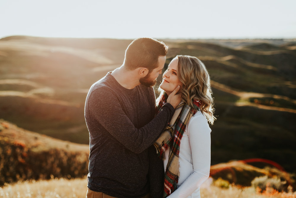 love-and-be-loved-photography-lethbridge-photographer-cody-leah-engagement-coulees-sunset-photo-image-picture-19.jpg
