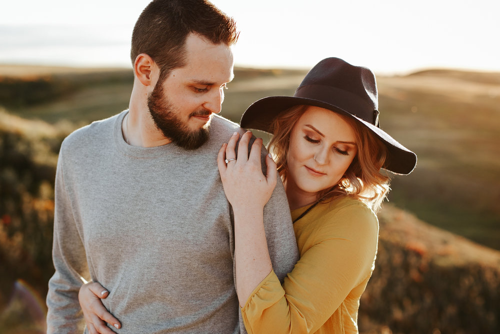 love-and-be-loved-photography-lethbridge-photographer-cody-leah-engagement-coulees-sunset-photo-image-picture-24.jpg