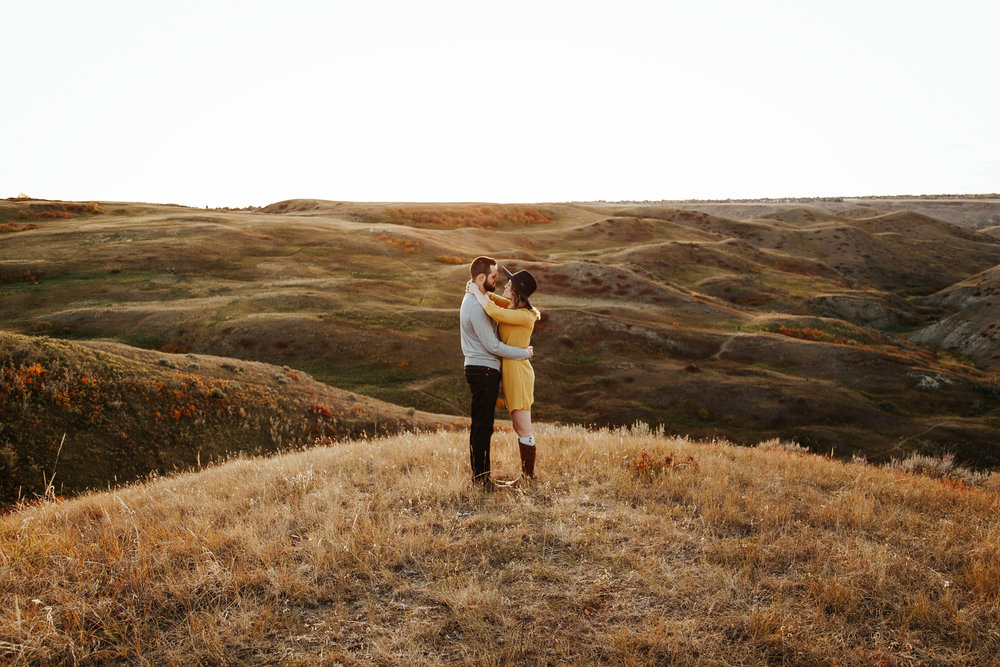 love-and-be-loved-photography-lethbridge-photographer-cody-leah-engagement-coulees-sunset-photo-image-picture-34.jpg