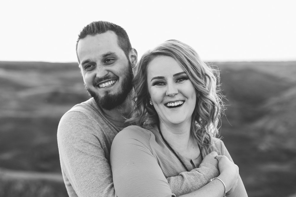 love-and-be-loved-photography-lethbridge-photographer-cody-leah-engagement-coulees-sunset-photo-image-picture-36.jpg