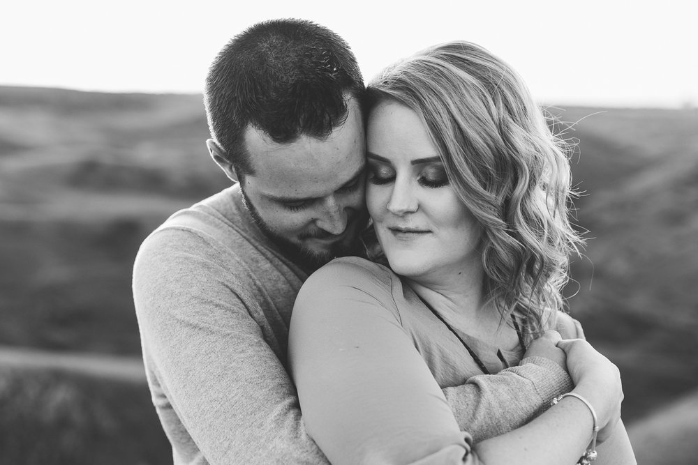 love-and-be-loved-photography-lethbridge-photographer-cody-leah-engagement-coulees-sunset-photo-image-picture-37.jpg