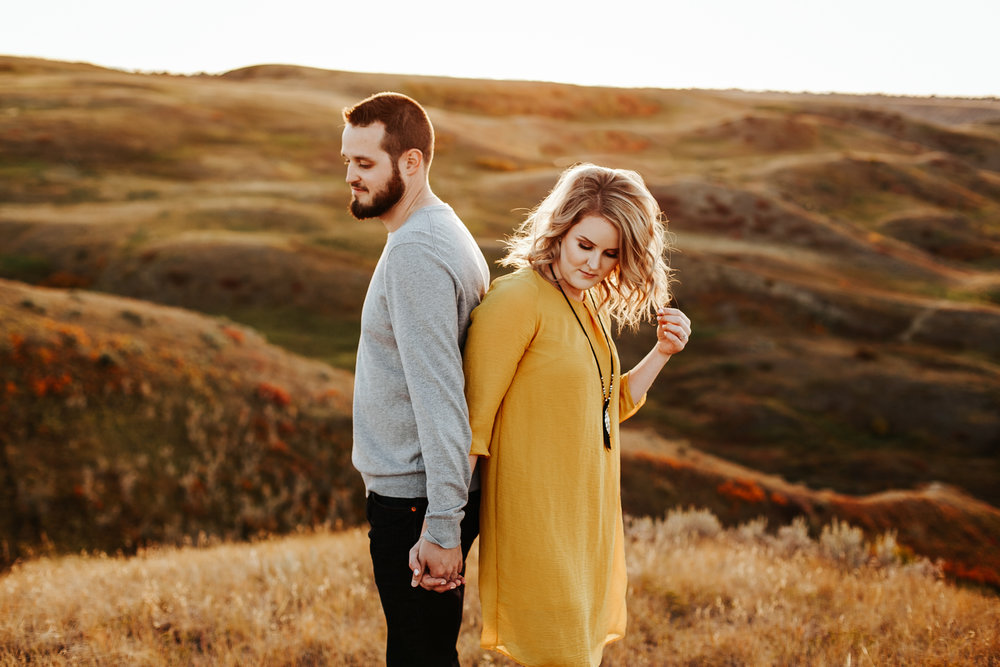 love-and-be-loved-photography-lethbridge-photographer-cody-leah-engagement-coulees-sunset-photo-image-picture-40.jpg
