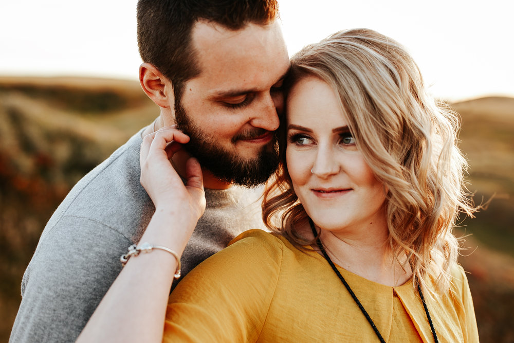 love-and-be-loved-photography-lethbridge-photographer-cody-leah-engagement-coulees-sunset-photo-image-picture-42.jpg