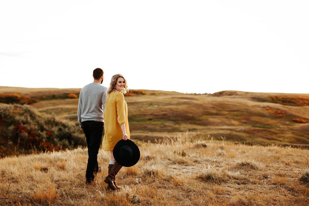 love-and-be-loved-photography-lethbridge-photographer-cody-leah-engagement-coulees-sunset-photo-image-picture-47.jpg