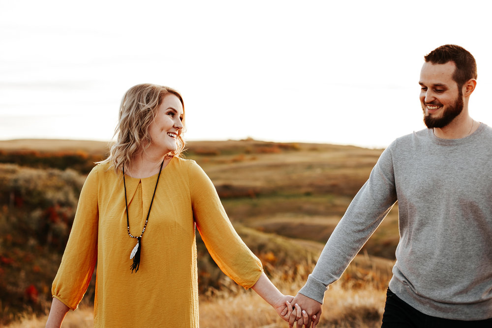 love-and-be-loved-photography-lethbridge-photographer-cody-leah-engagement-coulees-sunset-photo-image-picture-49.jpg