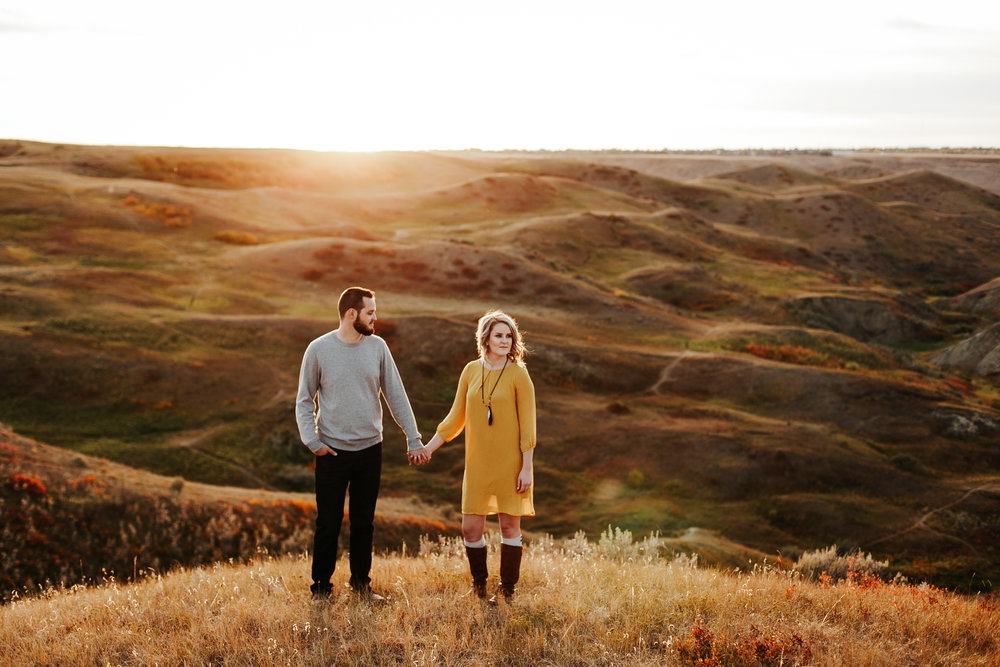 love-and-be-loved-photography-lethbridge-photographer-cody-leah-engagement-coulees-sunset-photo-image-picture-51.jpg