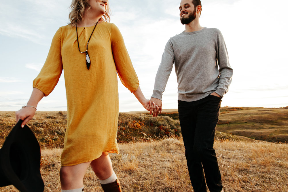 love-and-be-loved-photography-lethbridge-photographer-cody-leah-engagement-coulees-sunset-photo-image-picture-50.jpg