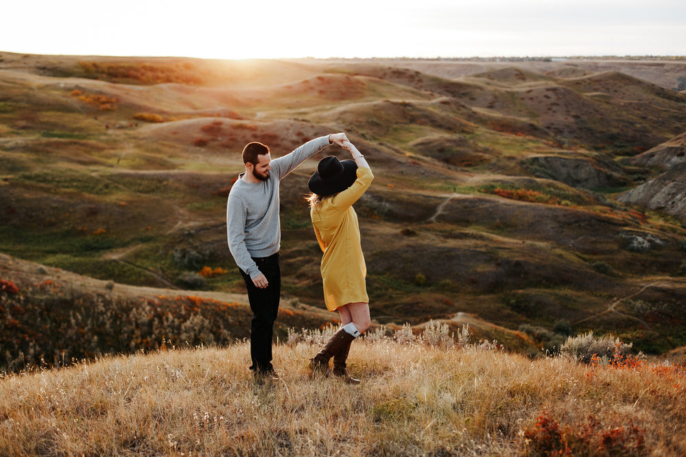 love-and-be-loved-photography-lethbridge-photographer-cody-leah-engagement-coulees-sunset-photo-image-picture-55.jpg