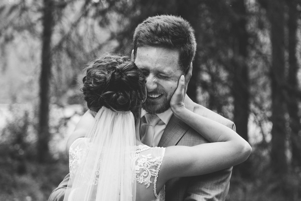 love-and-be-loved-photography-lake-louise-wedding-banff-photographers-carter-kayla-photo-image-picture-27.jpg