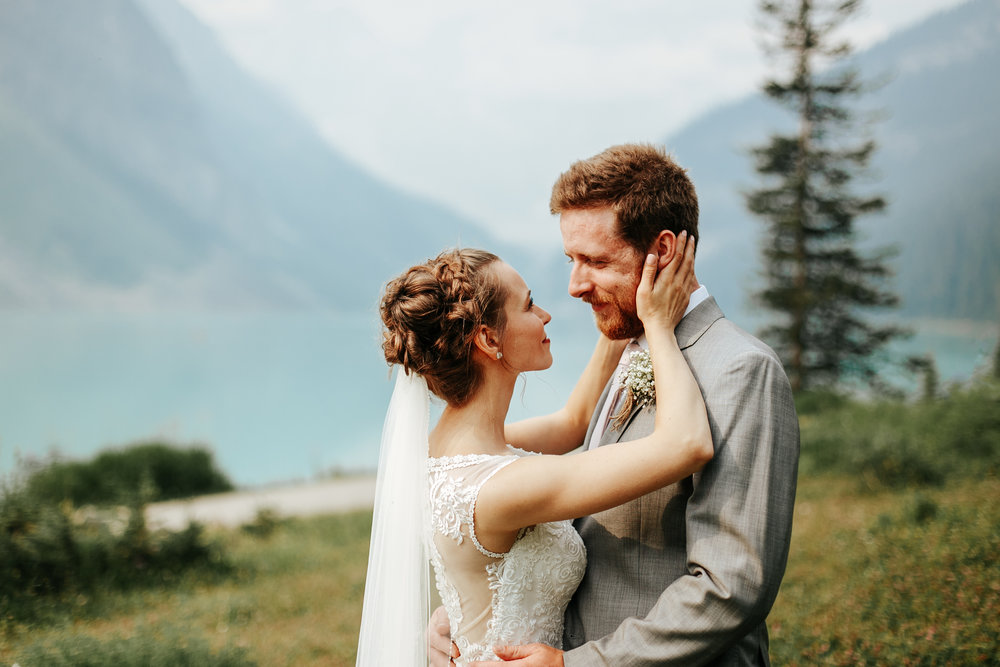 love-and-be-loved-photography-lake-louise-wedding-banff-photographers-carter-kayla-photo-image-picture-45.jpg