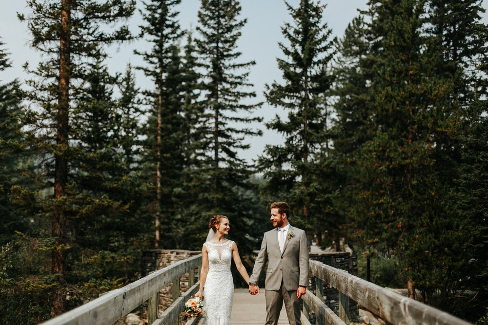 love-and-be-loved-photography-lake-louise-wedding-banff-photographers-carter-kayla-photo-image-picture-101.jpg