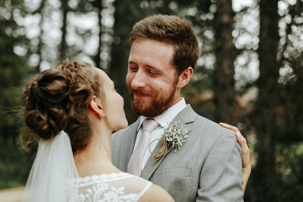 love-and-be-loved-photography-lake-louise-wedding-banff-photographers-carter-kayla-photo-image-picture-109.jpg