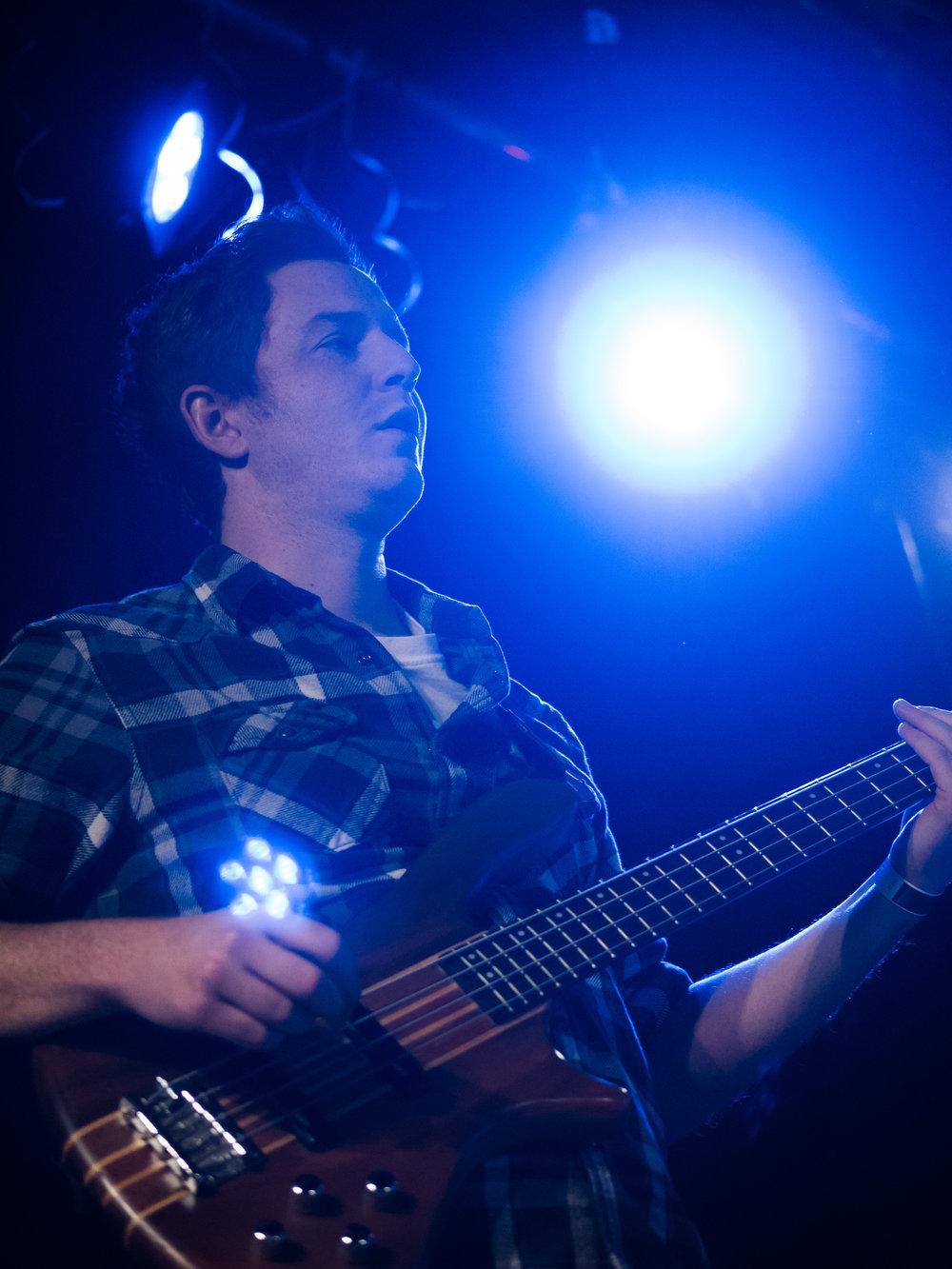 Tom - Bass