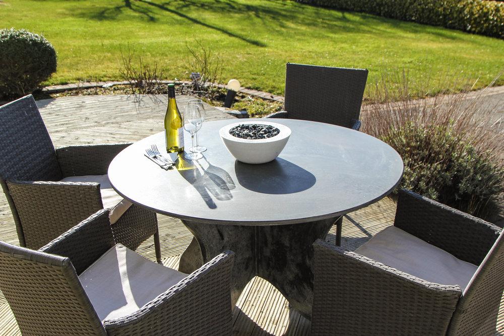 Crú Outdoor - Concrete Garden Furniture