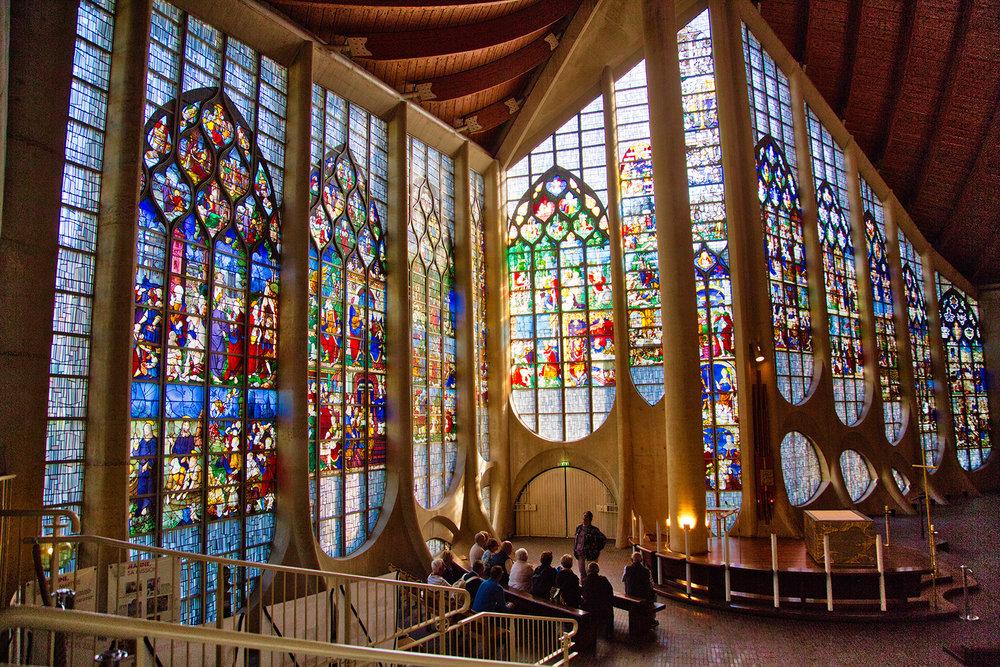 Inside the Eglise