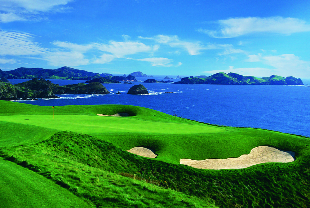 Hole-7-with-Cavalli-Islands.jpg